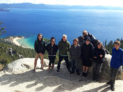 SNU Tahoe 户外探险s takes students on hike on the Flume Trail that runs above Incline Village
