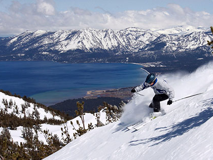 Student at SNU Tahoe skis at Heavenly Ski Resort, which is in 南太浩湖