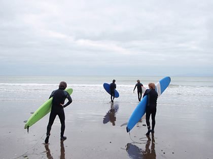 Sierra Nevada University students spend spring break learning how to surf in Monterey Bay